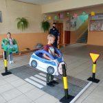 """""""Bezpieczna droga do szkoły"""" dzieci uczą się poruszać po drodze"""
